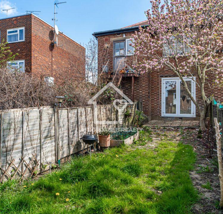 1 Exterior - Back Garden (2)