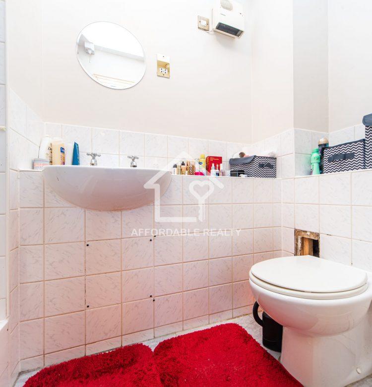 12 - En suite Bathroom