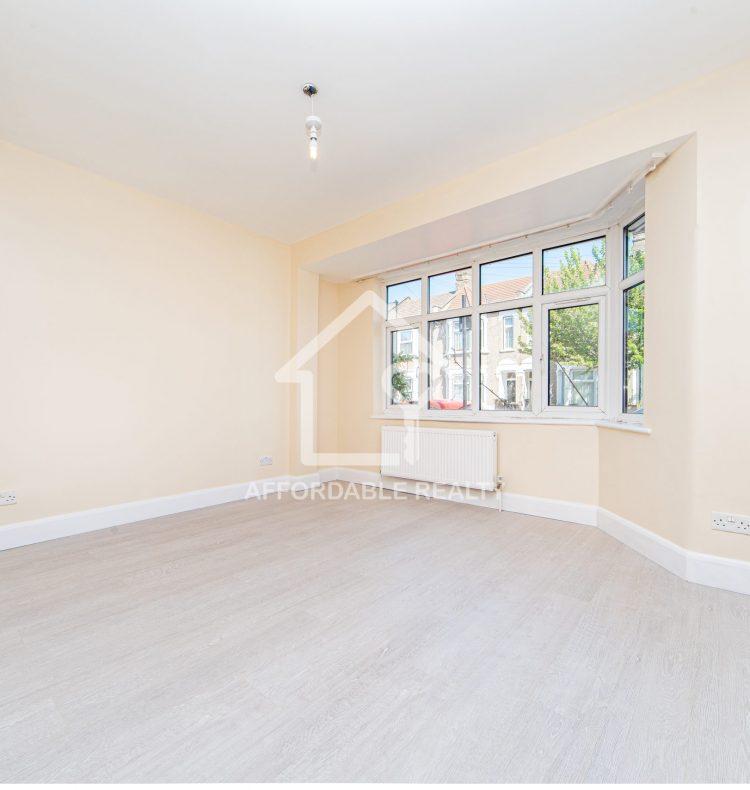 2 - Larger bedroom (1)