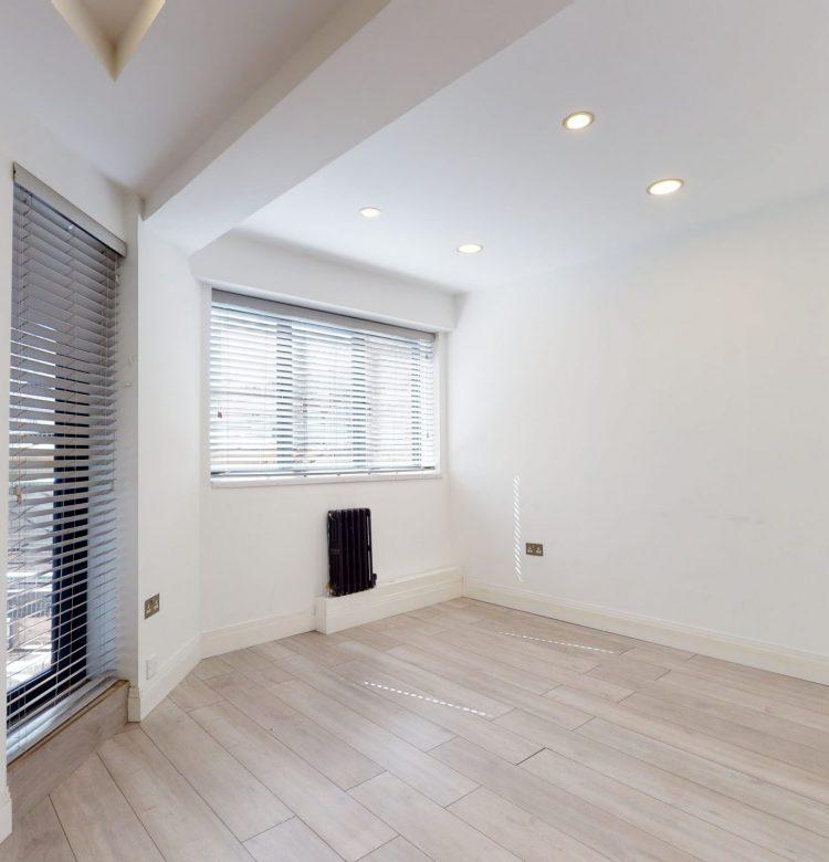 20-Westbury-Court-Nightingale-Lane-SW4-9AA-LIVING-ROOM-1
