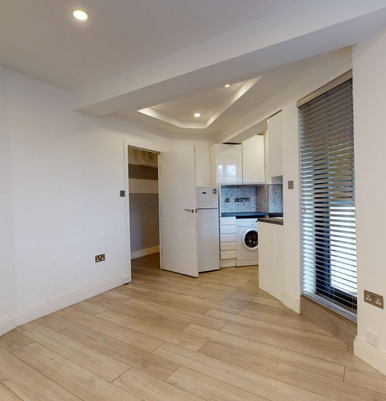 20-Westbury-Court-Nightingale-Lane-SW4-9AA-LIVING-ROOM-3