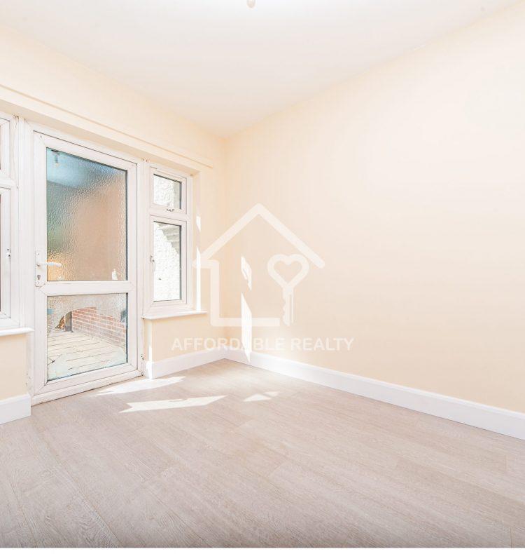 3 - Smaller bedroom (2)