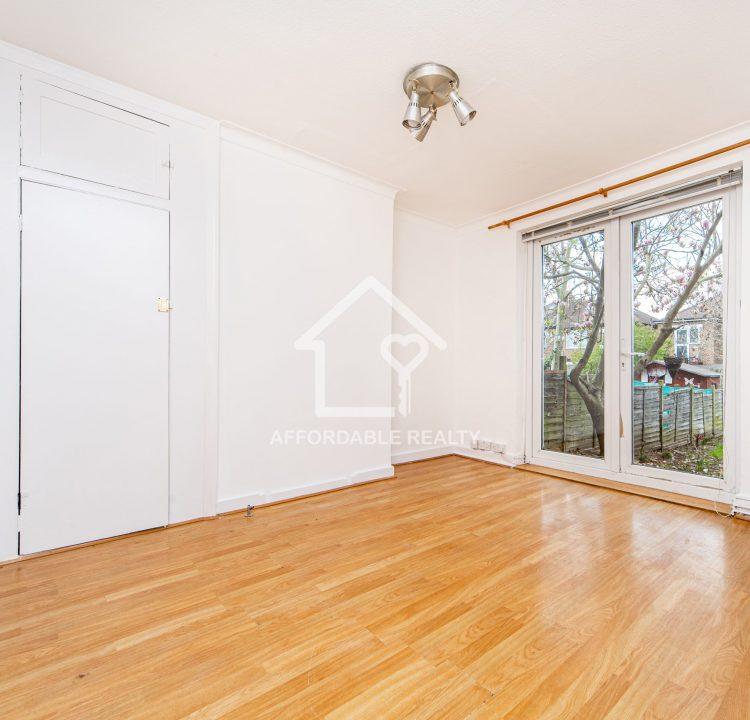 4 - Living Room (2)