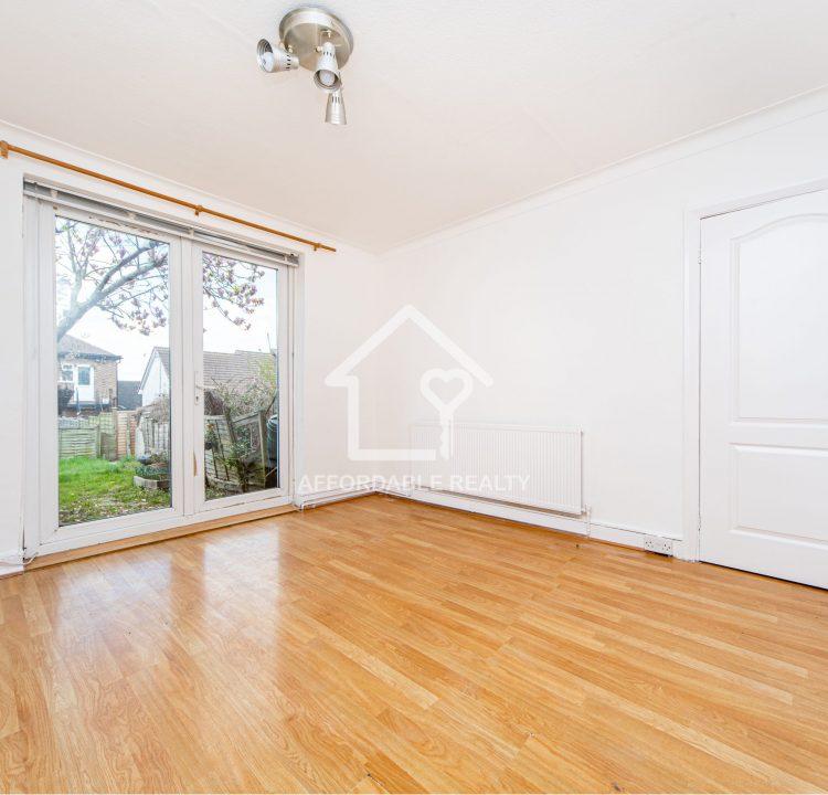 4 - Living Room (3)