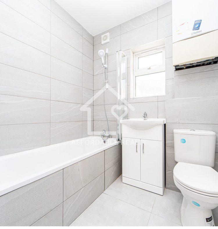 4 - bathroom (2)