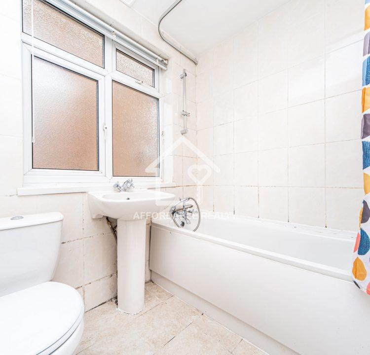 5 - Bathroom (3)