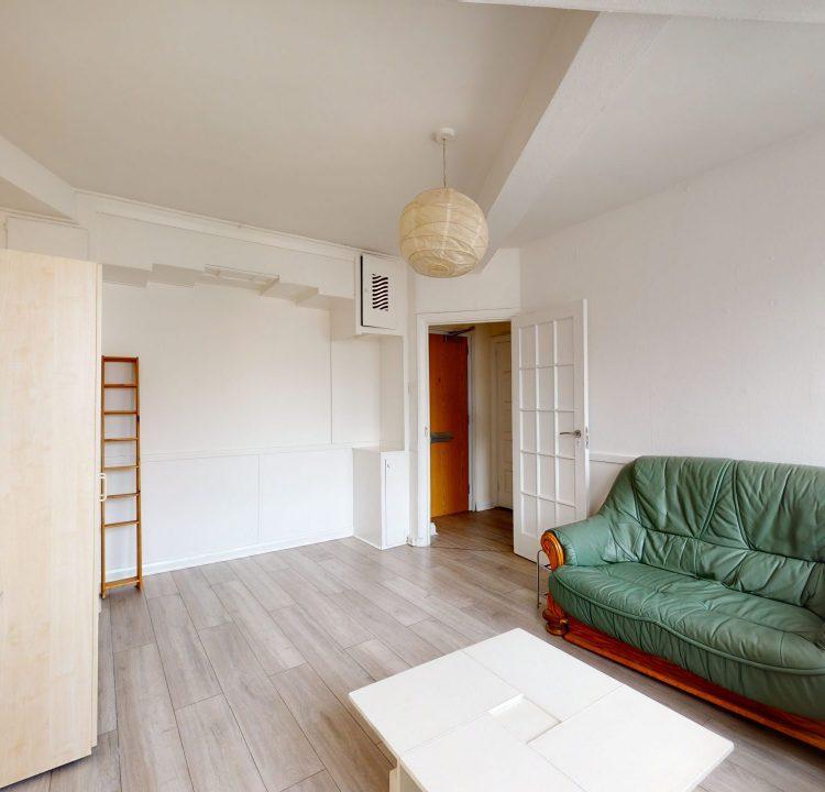 Flat-54-Westbury-Court-3-Nightingale-Ln-London-SW4-9AH-LIVING-ROOM-3