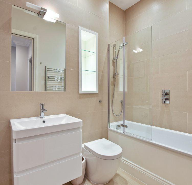 GCGCMV - Flat 3 16 Greville Road - Bathroom -Original (3)