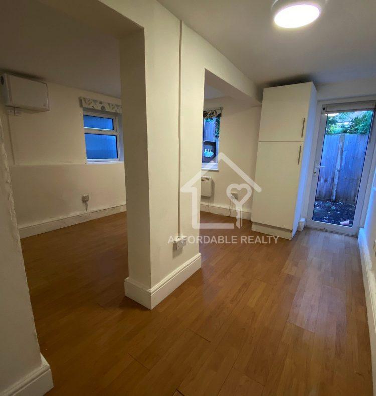basement flat stuart Crescent 5-10-2