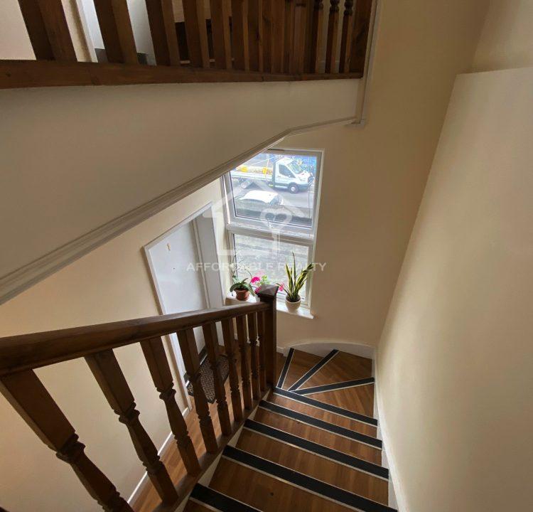 flat 4 eltham high street 10-15-2